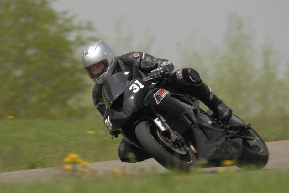 cole de pilotage moto question d 39 attitude et de posture bertrand gahel moto. Black Bedroom Furniture Sets. Home Design Ideas