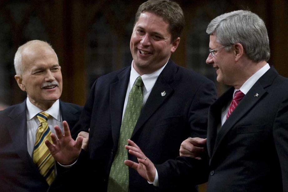 Andrew Scheer entouré de Stephen Harper et Jack... (Photo PC)