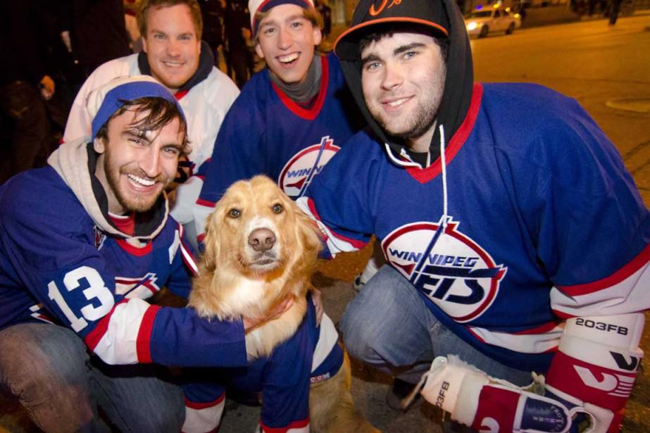 Les amateurs de hockey de Winnipeg n'en finissent... (Photo PC)