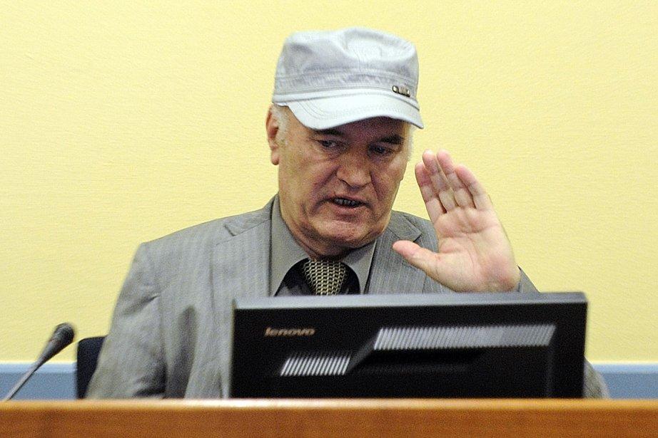L'ancien chef militaire des Serbes de Bosnie, Ratko... (Photo: AFP)