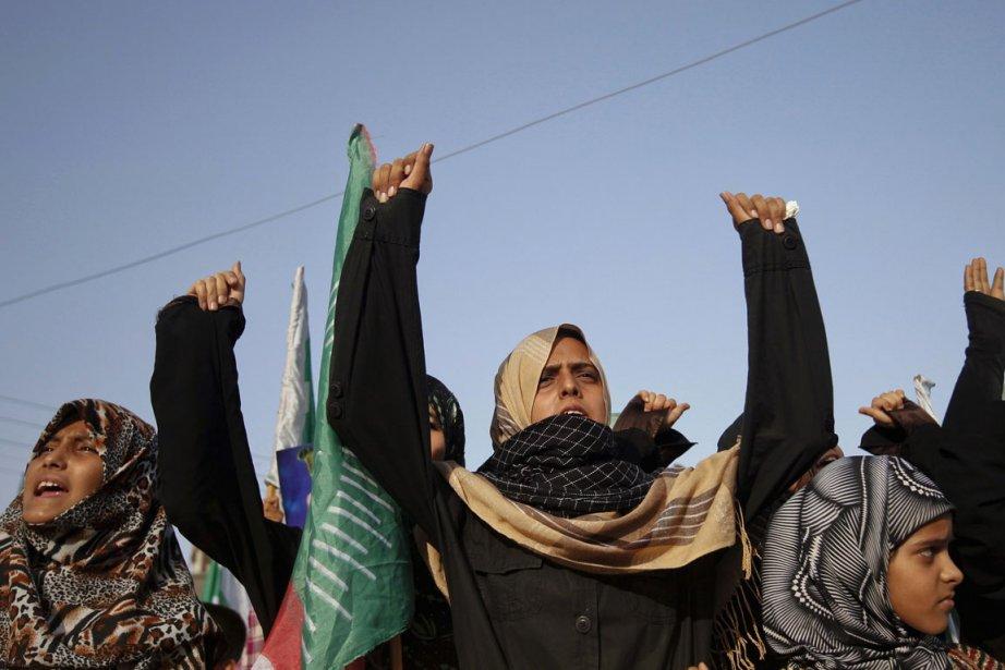 En ce moment, le retour du voile dans... (Photo: Athar Hussain, Reuters)