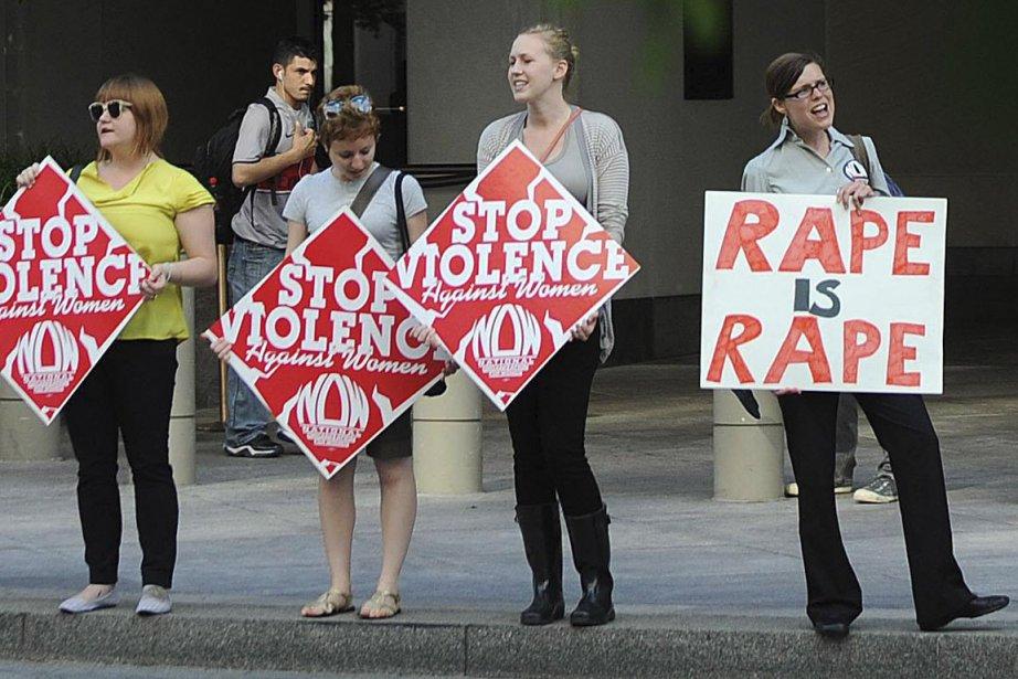 Manifestations de féministes devant le siège du FMI,... (Photo AFP)