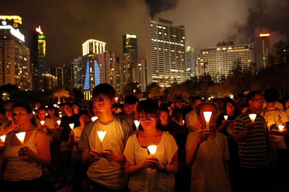 À Hong Kong, une foule impressionnante de gens,... (Photo: AP)