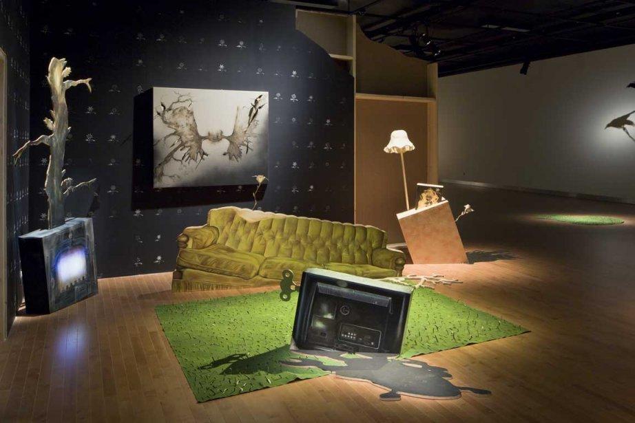 Le sofa s'enfonce dans le sol, disparaissant de... (Photo fournie par la Maison des arts de Laval)