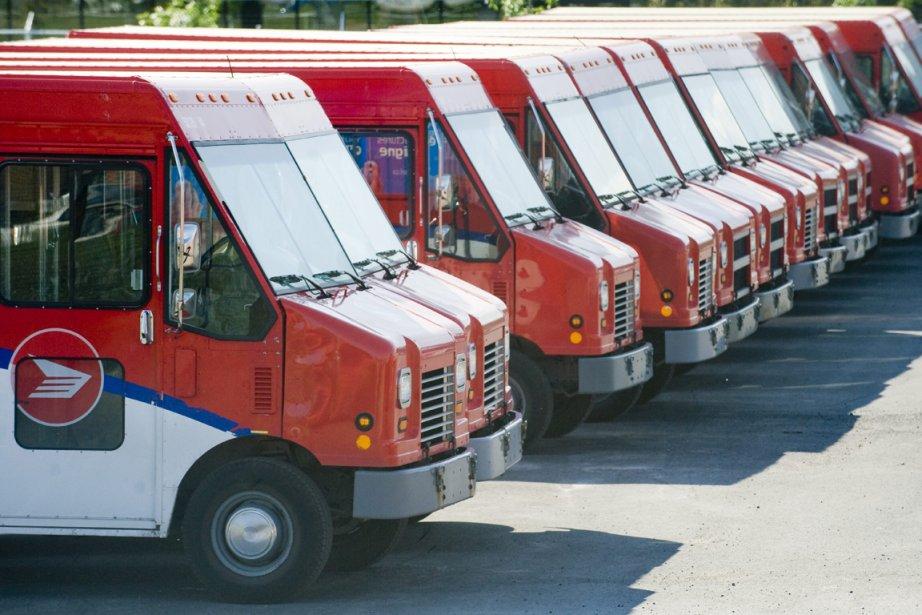 Les facteurs ruraux assurent la livraison du courrier... (Photo La Presse Canadienne)