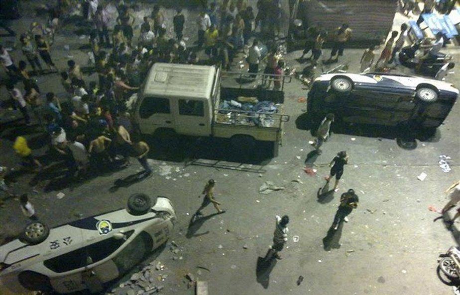 Des travailleurs migrants s'en sont pris à des véhicules de police. | 15 juin 2011