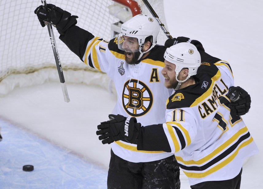 Patrice Bergeron célèbre son 2e but du match, le 3e des Bruins. (Photo Reuters)