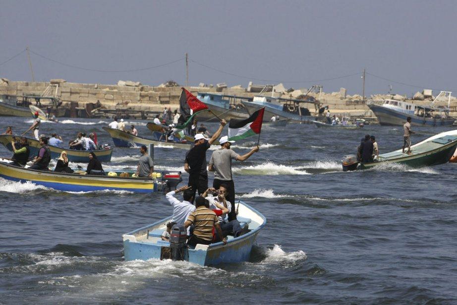 Des Palestiniens manifestent sur la mer Méditerranée pour... (Photo AFP)