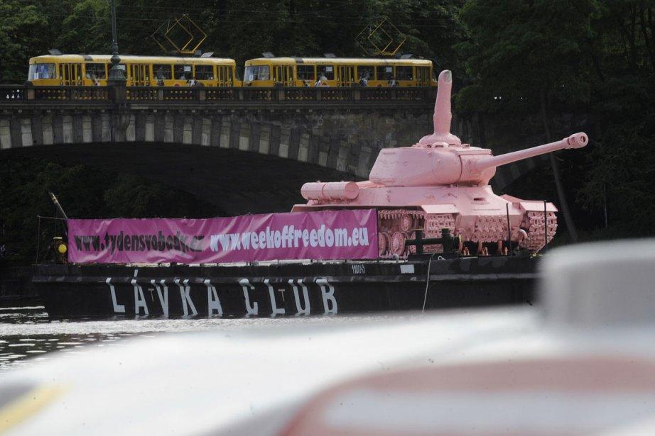 Un char soviétique de la Deuxième Guerre mondiale... (Photo: AFP)