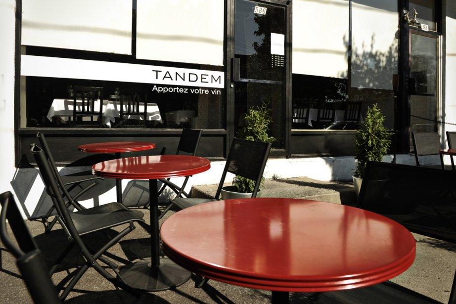 Avec ses quelques tables extérieures pour profiter de... (Photo: Bernard Brault, La Presse)