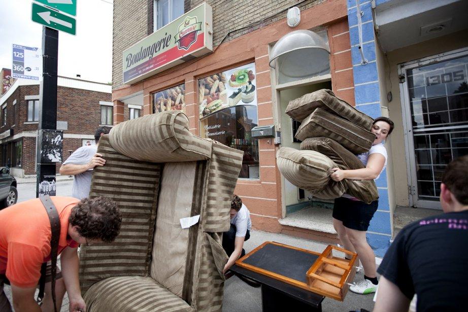 Journée de déménagement à Montréal: la famille Forest... (photo Marco Campanozzi, La Presse)