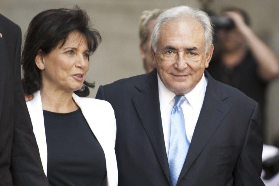 Accompagné de sa femme, Anne Sinclair, Dominique Strauss-Kahn... (Photo AFP)