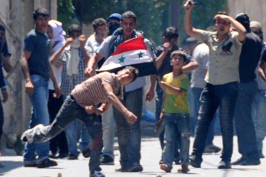 Des manifestants dans les rues de Damas il... (Photo Reuters)