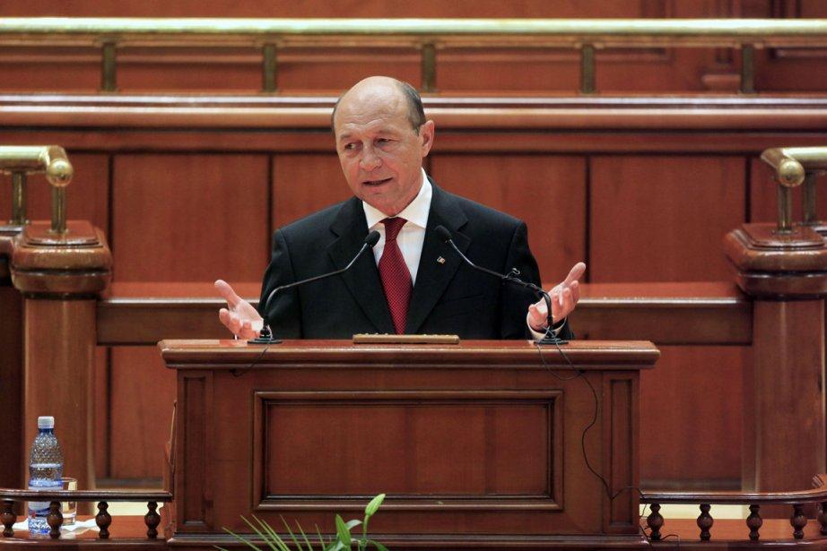 Le président roumain Traian Basescu.... (Photo: Radu Sigheti, reuters)