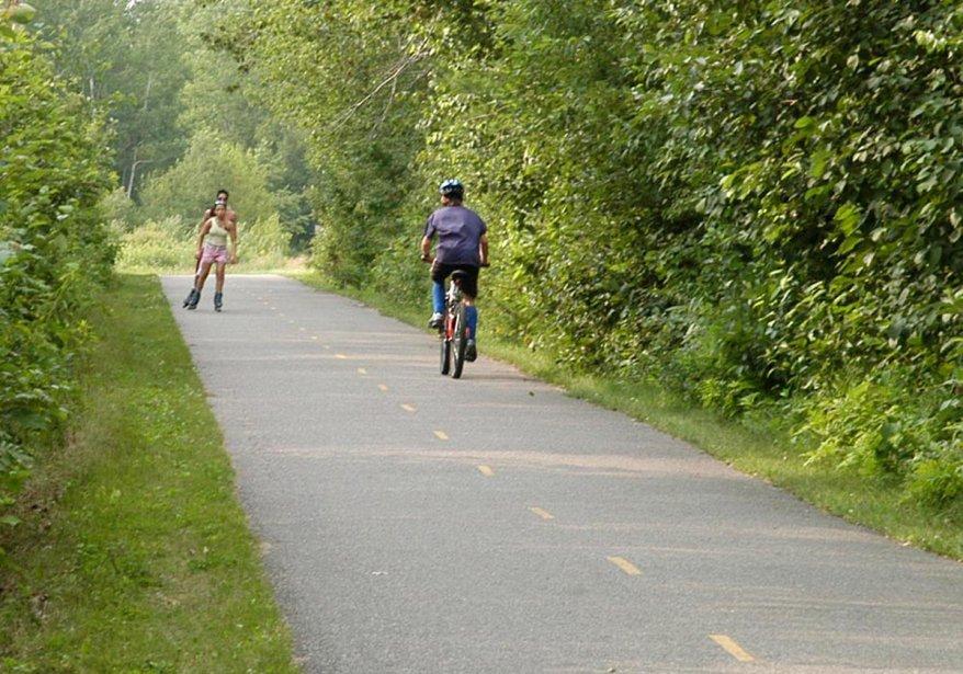 Lampadaires vandalis s sur la piste cyclable pas de for Reparation porte et fenetre trois rivieres