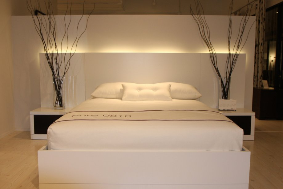 la chambre coucher se pare de blanc marie france l ger design. Black Bedroom Furniture Sets. Home Design Ideas