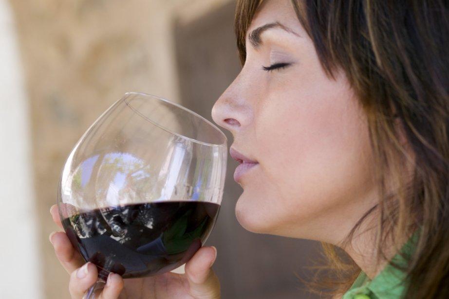 Longtemps réservé à la gente masculine, le monde du vin change... (Photos.com)