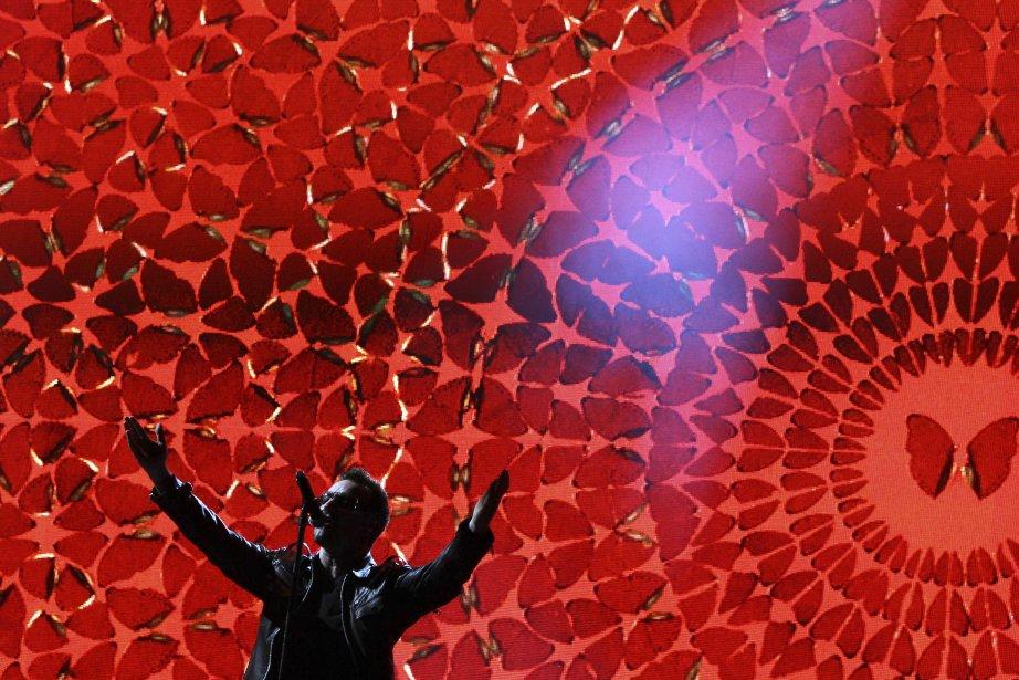 Bono, de U2, au Festival de Glastonbury (Angleterre),... (PHOTO: ADRIAN DENNIS, AFP)