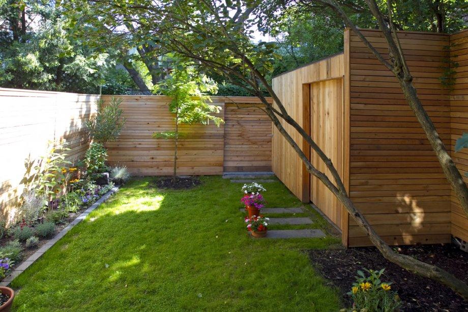 Le cabanon intégré à la clôture de l'architecte... (Photo: Alain Roberge, La Presse)