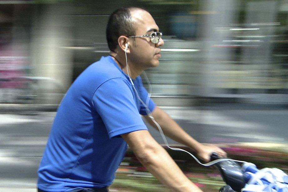 Quiconque circule à vélo avec des écouteurs est... (Photo: La Presse)