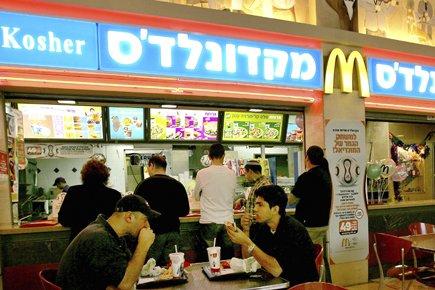 Pour plusieurs Israéliens, l'idée d'aller au McDonald's pour... (Photo: Reuters)