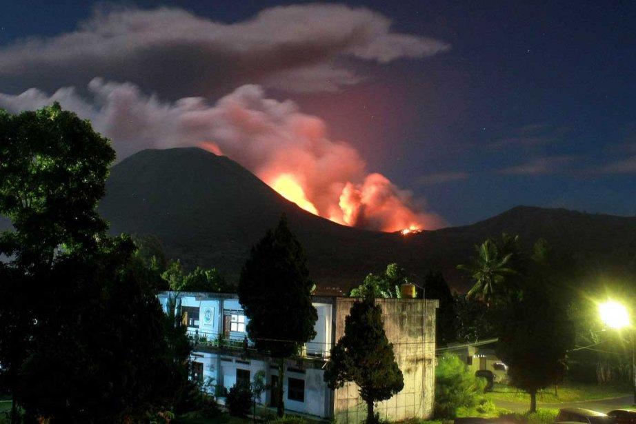 L'activité volcanique du mont Lokon, sur l'île de... (Photo AFP)