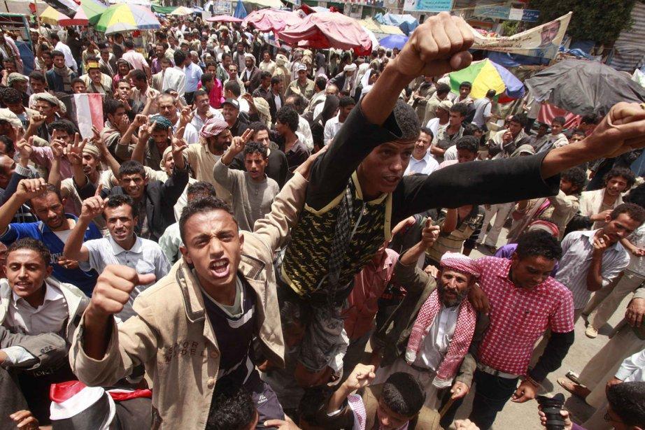 Un des groupes de jeunes qui campent depuis... (Photo: Reuters)
