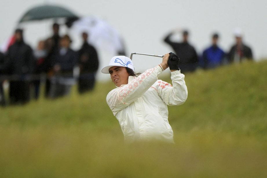 L'Américain Rickie Fowler, qui jouait avec le favori... (Photo: Reuters)