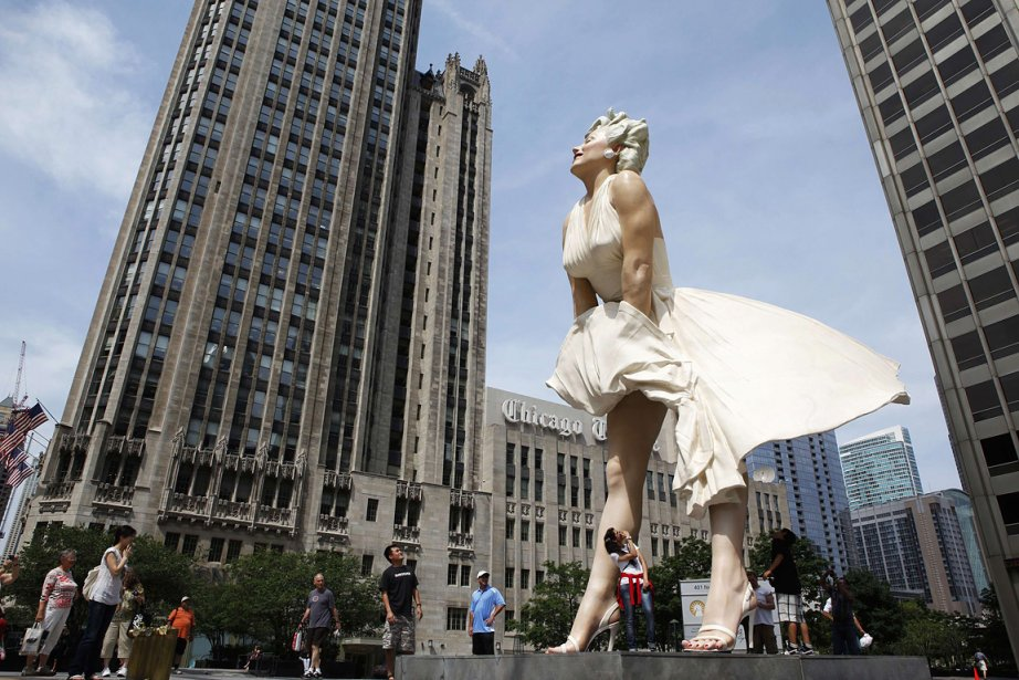 Une statue géante représentant Marilyn Monroe, à Chicago....