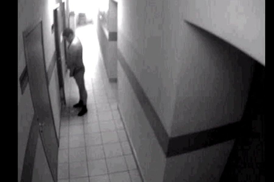 Apparemment issues de caméras de vidéo-surveillance, les images... (Photo tirée d'une vidéo de YouTube)