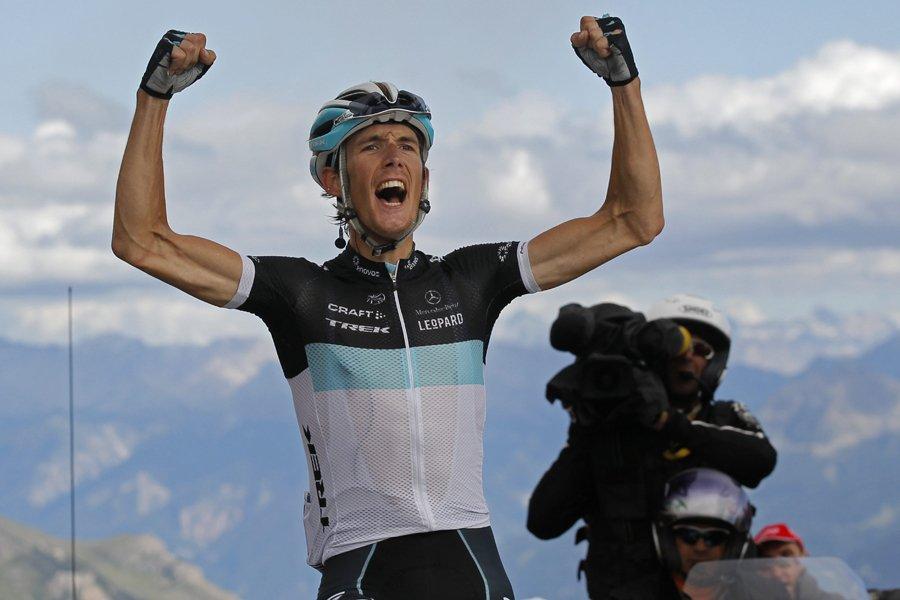 Le Luxembourgeois Andy Schleck jubile après avoir remporté... (Photo: AP)