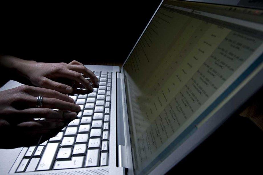 Les pirates informatiques d'Anonymous et de... (Photo David Boily, La Presse)
