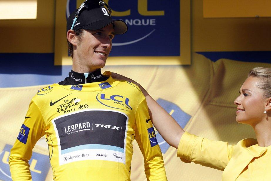 Andy Schleck s'est drapé de jaune à l'issue... (Photo: Pascal Rossignol, Reuters)