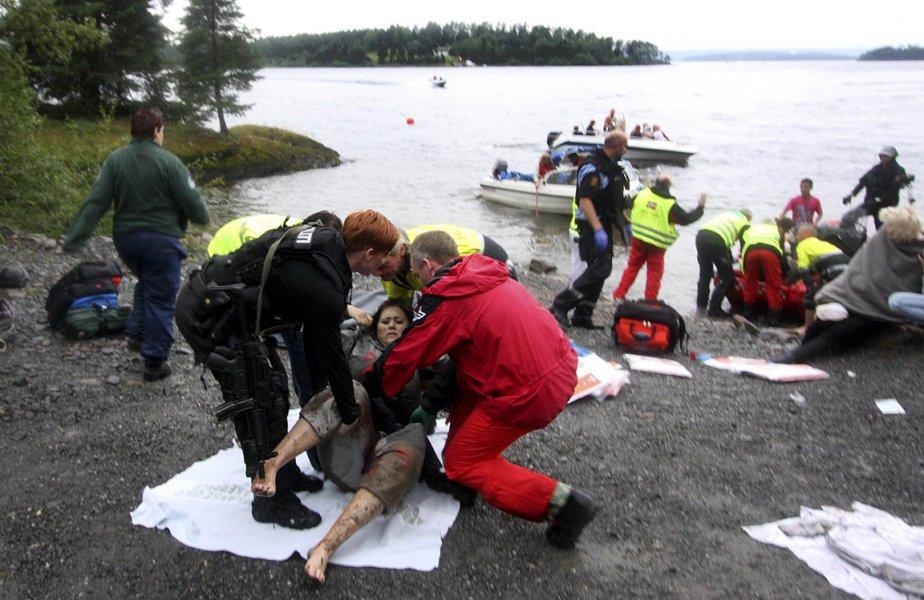 La Norvège est sous le choc. Près d'une centaine de personnes ont été tuées vendredi au cours de la seule fusillade sur l'île d'Utoeya, près d'Oslo. | 23 juillet 2011