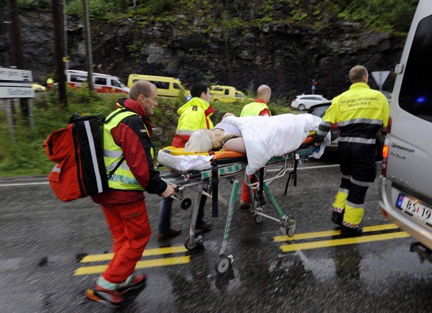 Des blessés sont évacués. | 23 juillet 2011