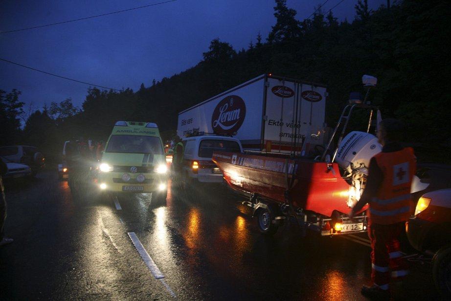 Une ambulance circule sur l'île. Les secouristes en ont plein les bras avec la centaine de morts et les nombreux blessés. | 23 juillet 2011