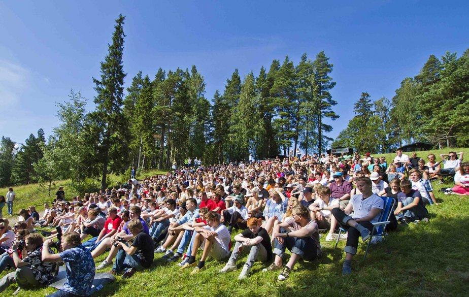 L'atmosphère était bon enfant avant la fusillade sur l'île d'Utoeya, près d'Oslo. Un camp de jeunes y était organisé par le Parti travailliste. | 23 juillet 2011