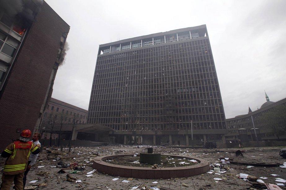 À Oslo, l'explosion a fait au moins sept morts vendredi. Elle ciblait le siège du gouvernement.  L'attaque a aussi touché des immeubles des principaux journaux norvégiens. | 23 juillet 2011