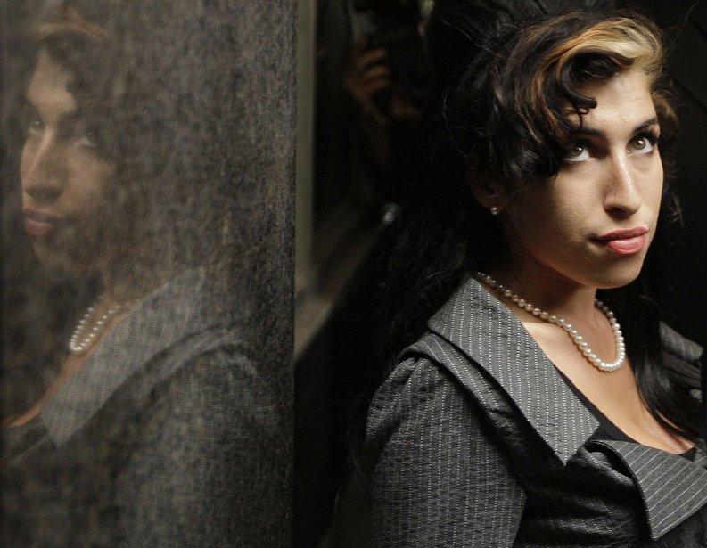 Sur le plan sentimental, Amy Winehouse a connu un mariage agité avec Blake Fielder-Civil, épousé à Miami en mai 2007 et avec qui elle a divorcé en juillet 2009. Leurs relations allaient jusqu'aux échanges de coups. Son ex-époux a été condamné plusieurs fois à de la prison. (Photo AFP)