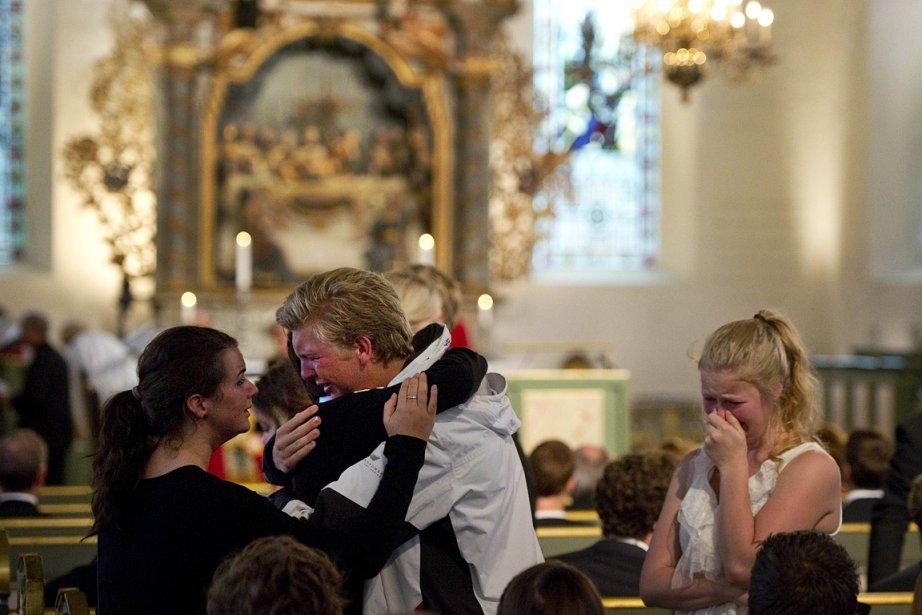 Une cérémonie s'est déroulée dimanche matin à l'église Domkirke, à Oslo, en hommage aux victimes de la double attaque du 22 juillet. | 24 juillet 2011