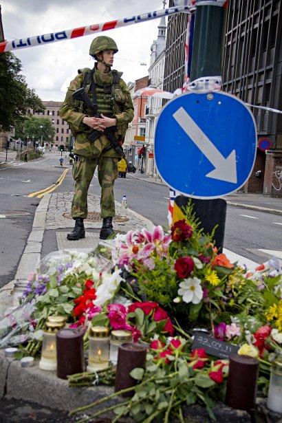 Le quartier où a explosé la bombe à Oslo était largement bouclé dimanche. | 24 juillet 2011