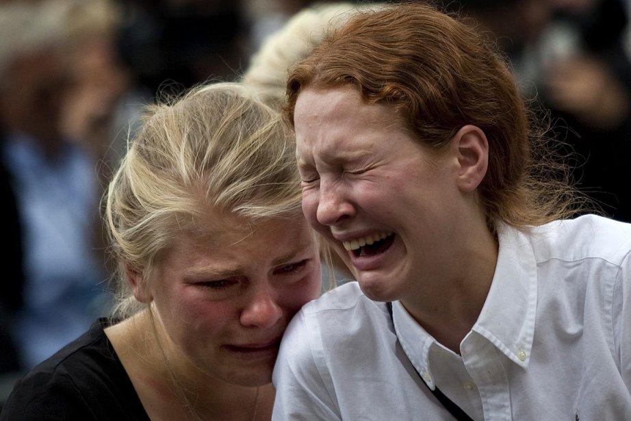 Deux survivantes de la fusillade à l'île d'Utoya sont inconsolables. | 24 juillet 2011