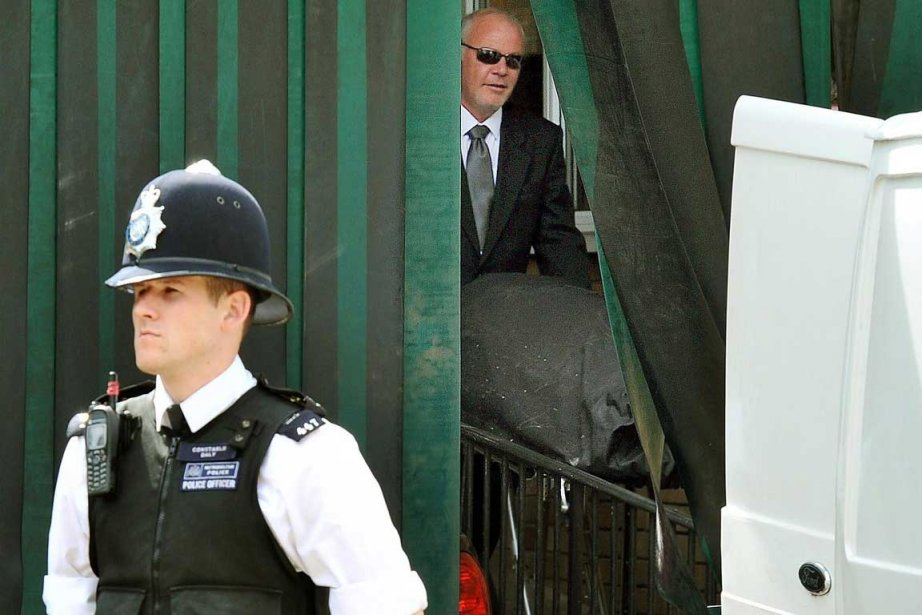 Le corps de la chanteuse Amy Winehouse lors... (Photo: AP)