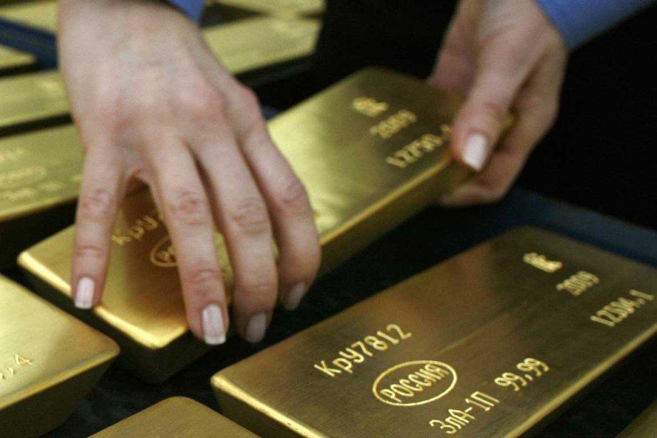 L'or est tombé jeudi sous le seuil de 1300$ US l'once pour la... (Photo Reuters)