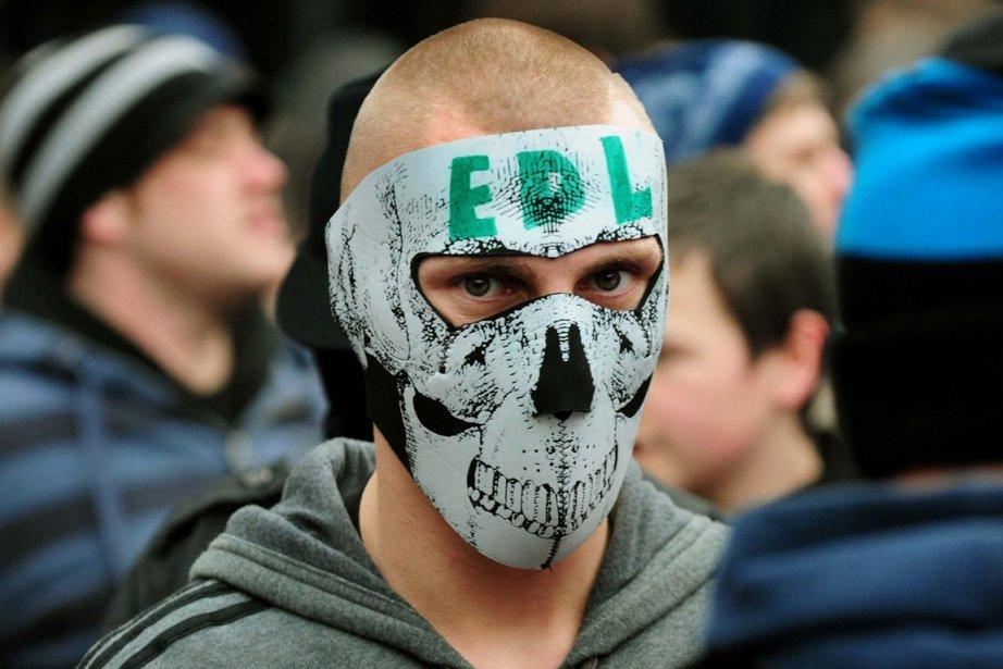 Un membre de l'English Defence League durant une... (Photo: Rui Vieira, Archives AP)
