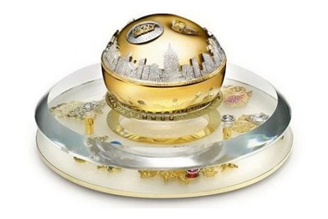 Le flacon est conçu à partir d'or blanc... (Photo: AFP)