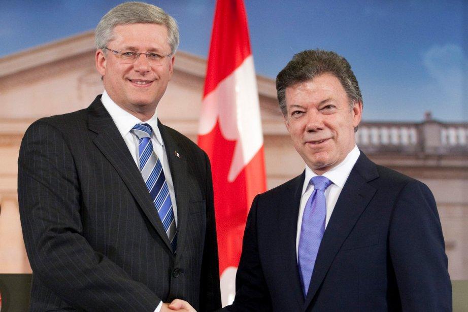 Le premier ministre du Canada Stephen Harper et... (Photo: Adrian Wyld, PC)