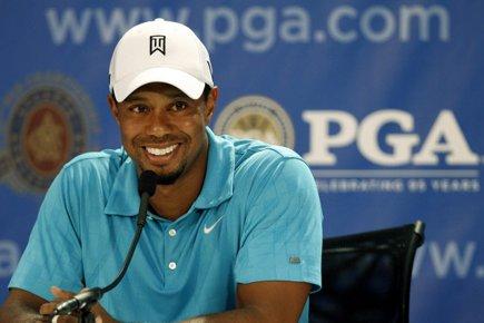 Tiger Woods a affiché son plus beau sourire... (Photo: Reuters)