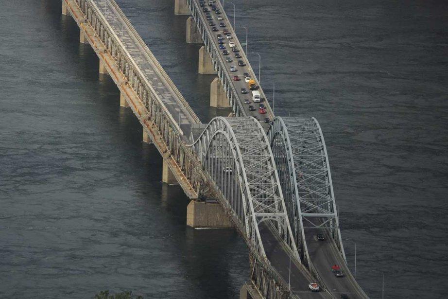 Le pont Mercier avait dû être fermé le... (Photo Bernard Brault, La Presse)