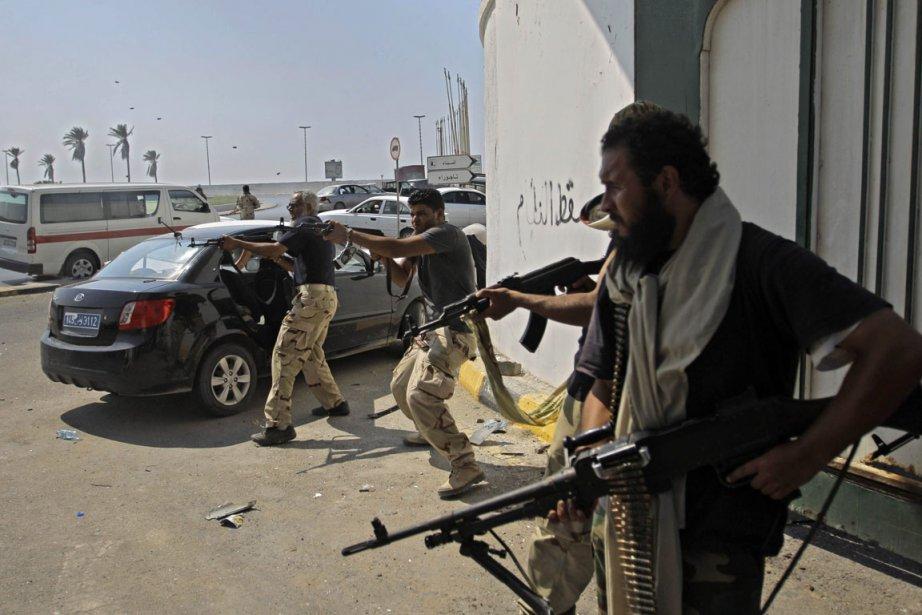 Alors que les résidants de Tripoli se terraient... (Photo Sergey Ponomarev, AP)